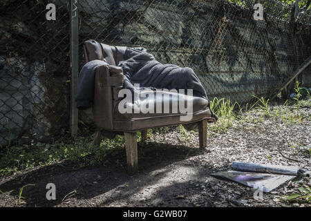 Los Angeles, California, USA. 6th Mar, 2016. Abandoned furniture provides a convenient reading lounge in an oasis between 6th Street and Los Angeles freeways. © Fred Hoerr/ZUMA Wire/Alamy Live News Stock Photo