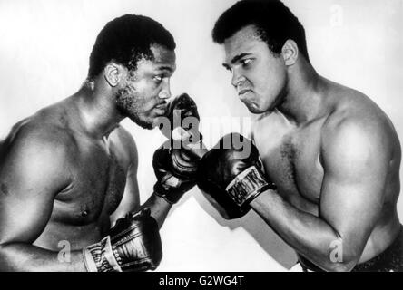 FILE - An undated file picture shows US heavyweight boxers Muhammad Ali (R) and Joe Frazier (L) posing in early - Stock Photo