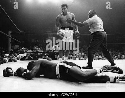 FILE - A file picture dated 25 May 1965 shows triumphant US boxer Muhammad Ali (Cassius Clay) (C) being stopped - Stock Photo
