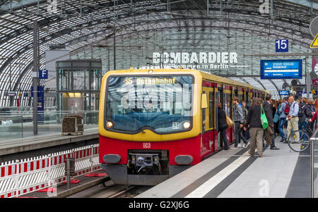 Passengers boarding an S Bahn train at Berlins Hauptbahnhof Station, Berlin, Germany - Stock Photo
