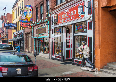 Elvis Presley souvenir shop outside Heartbreak Hotel Memphis USA ...