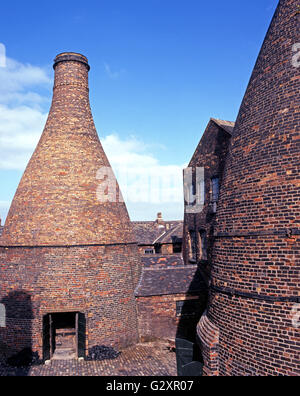 Bottle Kiln at the Gladstone Pottery Museum, Stoke on Trent, Staffordshire, England, UK, Western Europe. - Stock Photo