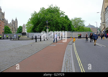 Bristol, UK. 4th June, 2016. Police set up a cordon around the site of an anti-refugee demonstration on College - Stock Photo