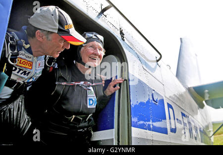 Zwenkau, Germany. 05th June, 2016. 90-year-old Johanna Quaas (R), who acccording to the Guinness World Records Book is the oldest active athlete in the world, looks out from an aircraft with her tandem partner Eberhard Gienger prior to their tandem parachute jump in Zwenkau, Germany, 05 June 2016. Quaas received the tandem jump as a present for her 90th birthday and dedicated it to Britain's Queen Elizabeth II who is also 90 years old. Photo: JAN WOITAS/dpa/Alamy Live News Stock Photo