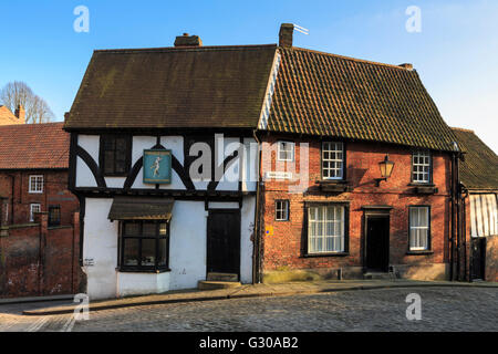 Half-timbered Harlequin, antique book store in historic building, Steep Hill, Cathedral Quarter, Lincoln, Lincolnshire, - Stock Photo