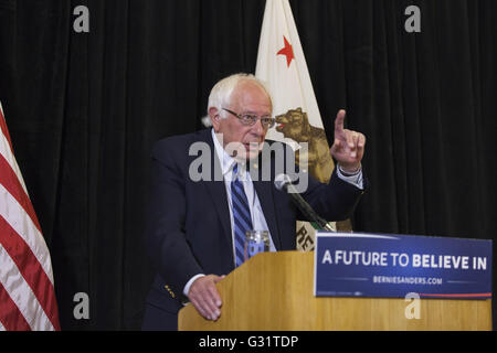 Los Angeles, California, USA. 4th June, 2016. 2016 Democratic Presidential candidate BERNIE SANDERS takes questions - Stock Photo