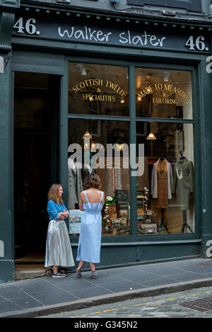Walker Slater: Tweed Jacket, Suit and Tailoring Specialists in Victoria Street in Edinburgh's Old Town. - Stock Photo