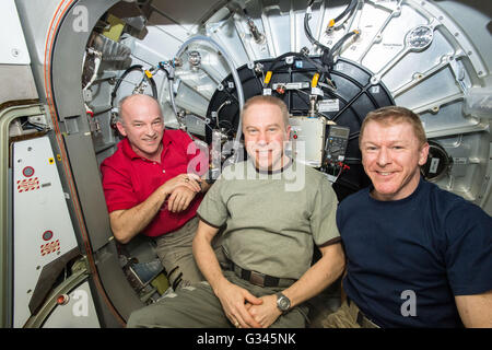 International Space Station Expedition 47 NASA astronauts Jeff Williams, left, Timothy Kopra, center, and  ESA astronaut - Stock Photo