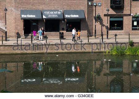 Durham, UK 7th June 2016 As the River Wear flows through Durham on a warm still day people take the opportunity - Stock Photo