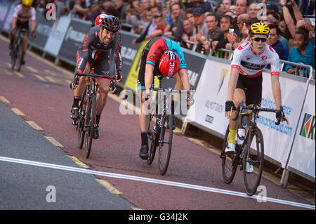 Croydon, London, UK. 7th June 2016. Pearl Izumi Tour Series round 9 evening race through the centre of Croydon on - Stock Photo