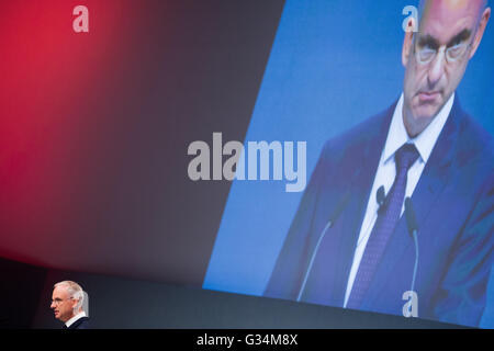 Essen, Germany. 8th June, 2016. Johannes Teyssen (r), CEO of energy company eon, talks at energy company eon's general - Stock Photo
