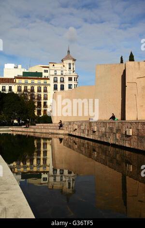 Modern concrete sculptures and lake in the Jardines del Descubrimiento, Plaza de Colon, Madrid, Spain - Stock Photo