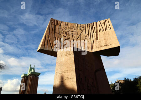 Modern concrete sculptures in the Jardines del Descubrimiento, Torres de Colon buildin behind, Plaza de Colon, Madrid, - Stock Photo