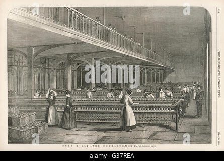Women working in the doubling- room at Dean Mills cotton-mill  (between Bolton & Manchester,  Lancashire)   - Stock Photo