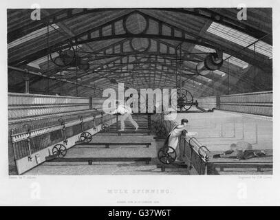 Interior of cotton factory: mule spinning, Lancashire, child sweeps inside moving machine.       Date: 1835 - Stock Photo