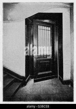 MONA LISA This door opens onto 'Visconti Courtyard'. The thief forced firstly the lock & then the  door with - Stock Photo