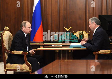 Moscow, Russia. 9th June, 2016. Russia's president Vladimir Putin and Kaluga Region governor Anatoly Artamonov talk - Stock Photo