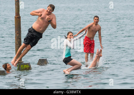 Aberystwyth, Wales, UK. 9th June, 2016.  UK weather: On a very warm and humid summer afternoon, with the temperature - Stock Photo
