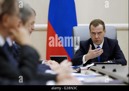 Moscow, Russia. 9th June, 2016. Russia's prime minister Dmitry Medvedev (R) at a meeting of Russian government officials - Stock Photo