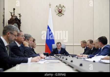 Moscow, Russia. 9th June, 2016. Russia's prime minister Dmitry Medvedev (C) at a meeting of Russian government officials - Stock Photo