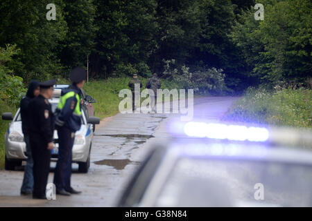 Moscow, Russia. 9th June, 2016. Police and military officers stand near the site of a military plane crash near - Stock Photo