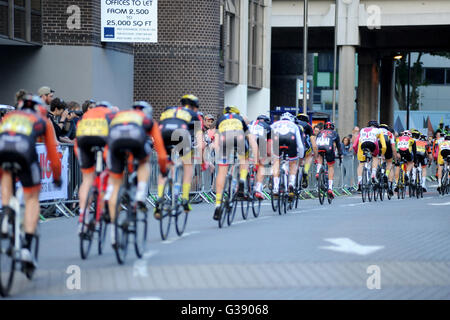 Portsmouth, Hampshire, UK, 9th June 2016. Pearl Izumi Tour Series Stage 10 evening street race through the centre - Stock Photo