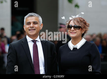 London, UK. 10th June, 2016. Mayor of London Sadiq Khan (L) and wife Saadiya Khan arrive at St. Paul's Cathedral - Stock Photo