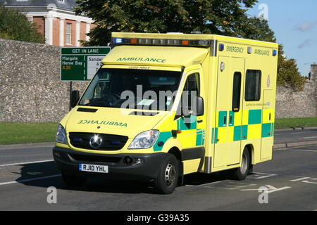 SOUTH EAST COAST AMBULANCE SERVICE MERCEDES AMBULANCE IN CANTERBURY ON AN EMERGENCY CALL WITH BLUE LIGHTS FLASHING - Stock Photo