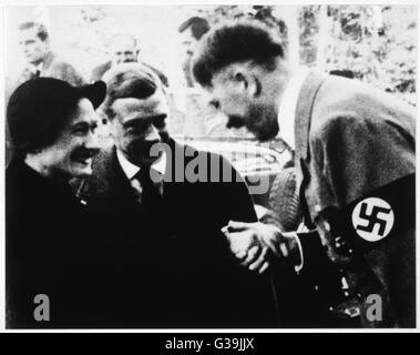 EDWARD VIII  Duke and Duchess of Windsor  meeting Hitler       Date: 23 October 1937 - Stock Photo