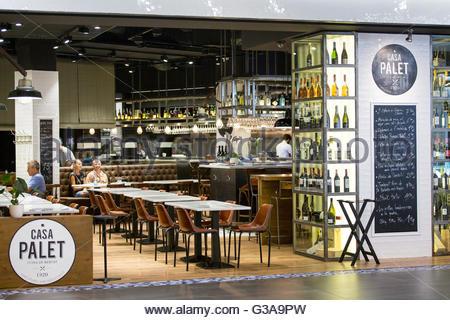 Spain catalonia barcelona mercat des glories couple for El mercat de les glories