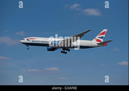 Boeing 777-236ER  Serial Registration (G-YMMI) British Airways Fleet over London. SCO 10,401. - Stock Photo