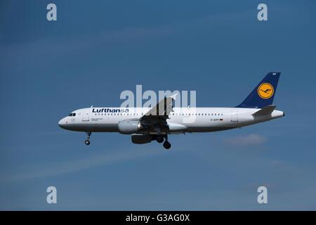 Airbus 320-211 Lufthansa (Troisdorf) Serial Registration D-AIPP.  SCO 10,405. - Stock Photo