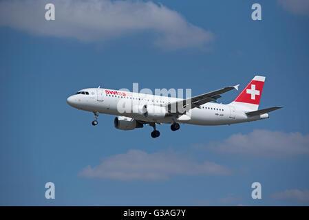 Arriving at Heathrow Swiss Air Airbus 320-214 (Allschweil) HB-JLP. SCO 10,407 - Stock Photo