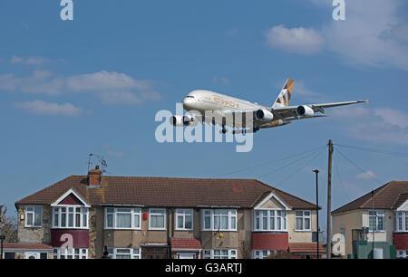 Arab Emirates Airbus 380-361 (Reg Serial A6-APB) approaching Heathrow airport. SCO 10,410. - Stock Photo