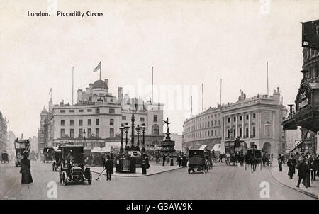 Piccadilly Circus, London, showing the Statue of Eros in its original central location.     Date: circa 1906 - Stock Photo