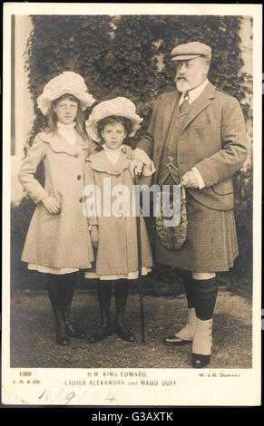 ALEXANDRA DUFF daughter of Princess Louise  Victoria and the Duke of Fife,  with her sister Maud (1893- 1945) and - Stock Photo