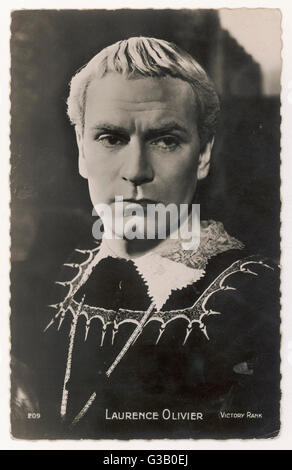 (Sir) LAURENCE OLIVIER  British actor of stage and screen in the role of Hamlet (1948)      Date: 1907 - 1989 - Stock Photo