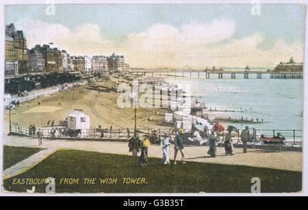 Eastbourne, Sussex: a view of the beach from the Wish Tower       Date: 1906 - Stock Photo