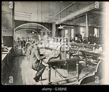 The General Post Office,   St Martin's-Le-Grand, London: Foreign Mail Sorting Room.  (2 of 2)      Date: 1904 - Stock Photo