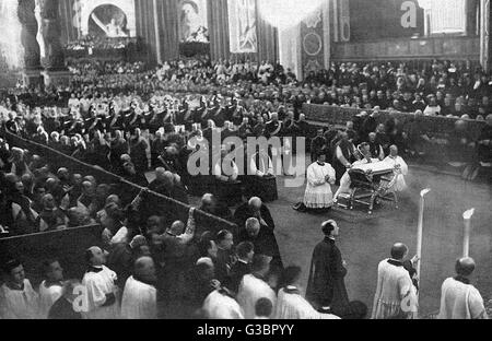 The beatification of Therese  de Lisieux by pope Pius XI at  San Pietro, Rome.         Date: 1923 - Stock Photo