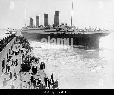 RMS Olympic, White Star Line cruise ship, leaving Southampton, with people watching from the quay.   early 20th - Stock Photo