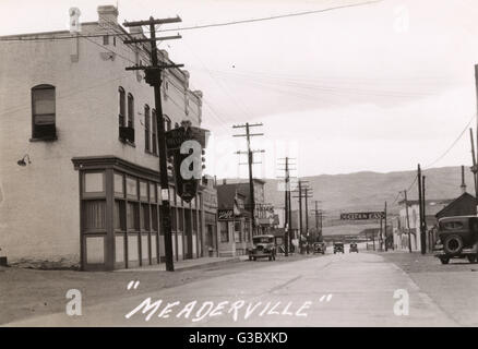 View of the Main Street, Meaderville, a suburb of Butte, Montana, USA.      Date: circa 1927 - Stock Photo