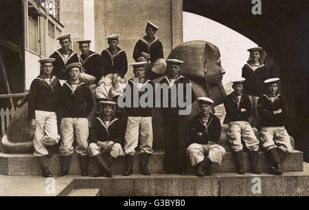 """Royal Naval Division (RND) at HMS Crystal Palace (""""The Old Glass Dreadnought""""), with a sphinx from the - Stock Photo"""