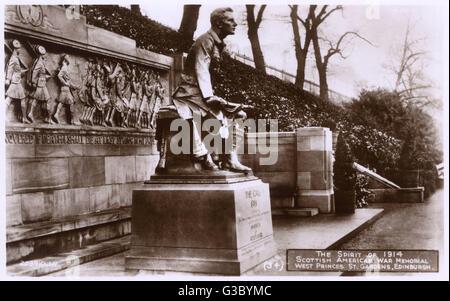 Scots (Scottish) American War Memorial, Princes Street Gardens, Edinburgh, Scotland, erected in 1927. At the centre - Stock Photo