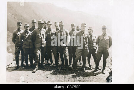 Group photo, Austro-Hungarian army officers, First World War.      Date: 1914-1918 - Stock Photo