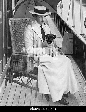 Society at Cowes Week during the Edwardian era.  Lady Constance Butler (1879-1949), daughter of Lord Ormonde, Commodore - Stock Photo