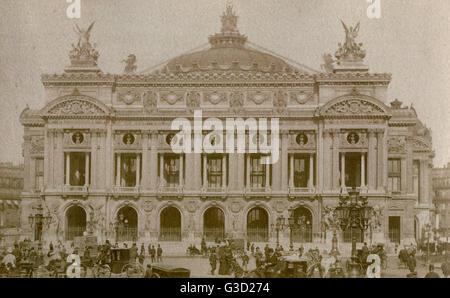 The Opera Garnier on the Place de l'Opera, Paris.     Date: Circa 1900 - Stock Photo