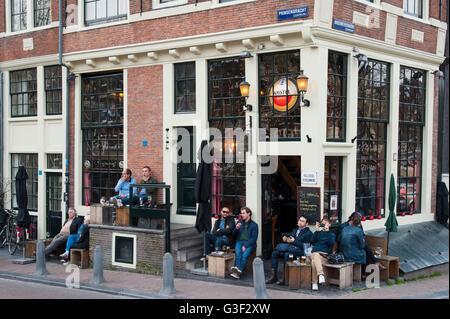 Café 't Papeneiland, corner of Prinsengracht/Brouwersgracht, Amsterdam, Holland, Netherlands - Stock Photo