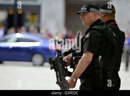 Armed police, London, Britain, UK - Stock Photo