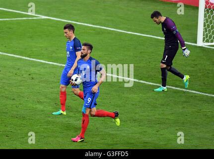St. Denis, France. 10th June, 2016. Laurent Koscielny (L-R), Olivier Giroud and goalkeeper Hugo Lloris of France - Stock Photo